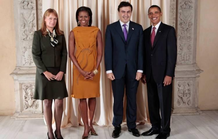 Sandra Roelofs samen met haar echtgenoot en het Amerikaanse presidentiële paar Barack en Michelle Obama (2009) - cc