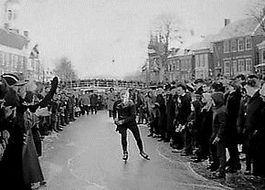 Reinier Paping tijdens de Elfstedentocht van 1963