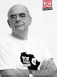 Jan Pronk verleent zijn medewerking aan de actie 'Tot Zover Darfur' (Bron: JanPronk.nl)
