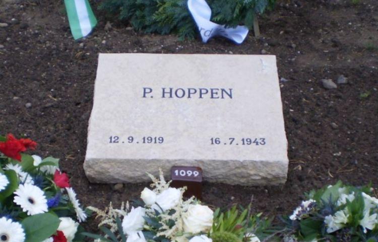 Grafsteen Pieter Hoppen op het Ereveld Loenen - wiki