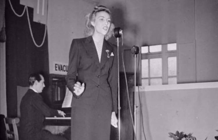 Vera Lynn in 1941 (wiki)