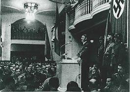 Adolf Hitler in de Bürgerbraukeller in München