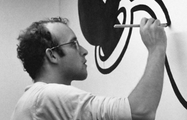Keith Haring aan het werk in het Stedelijk Museum in Amsterdam 14 maart 1986