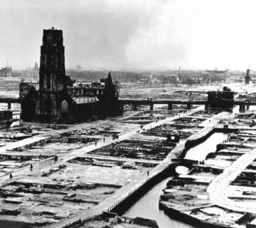 Ruïne van de Laurenskerk na het bombardement