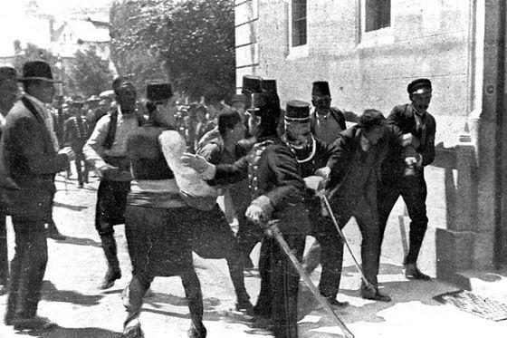 Arrestatie van Gavrilo Princip kort na de aanslag op aartshertog Franz Ferdinand