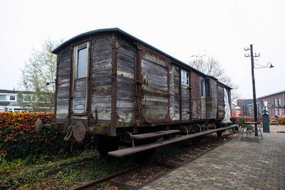 Oude goederenwagon op het terrein van het Spoorwegmuseum in Utrecht
