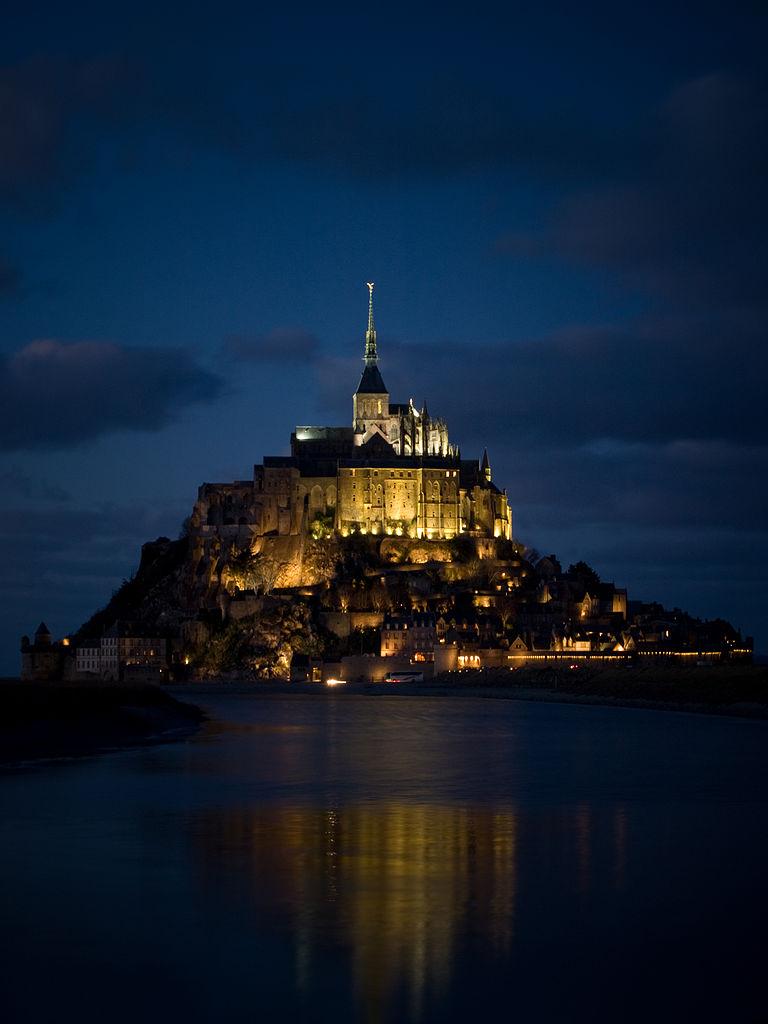 Mont-Saint-Michel bij nacht - cc
