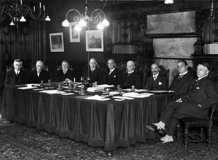 Colijn II tijdens een ministerraad - Foto: CC / Spaarnestad
