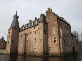 Kasteel Doorwerth werd na de oorlog grondig gerestaureerd - Foto: CC / Michielverbeek