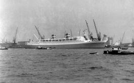 Het stoomschip Nieuw Amsterdam waarmee de kinderen naar Europa werden vervoerd - Foto: CC / Jan W.H. Werner
