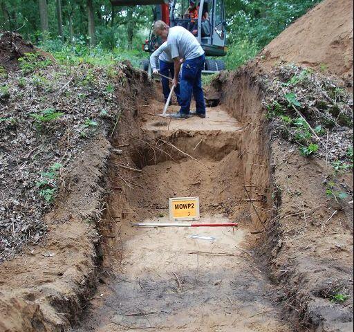 Archeologisch onderzoek in de loopgraaf - Foto: RAAP