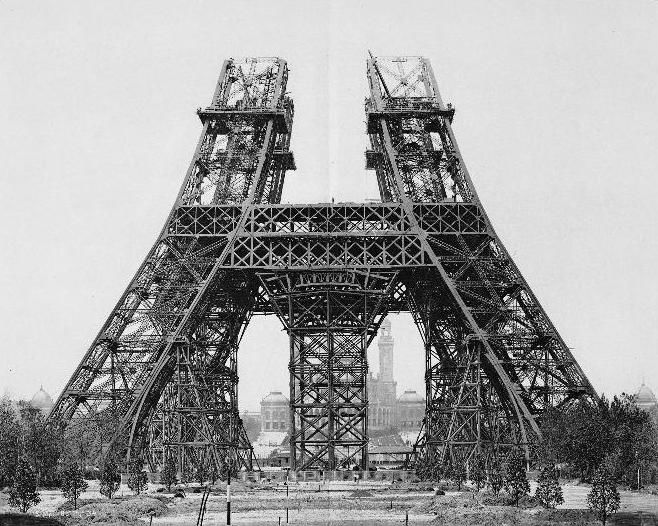 15 mei 1888: De montage van de pilaren boven de eerste verdieping