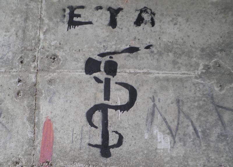 Symbool van de ETA op een muur in Spanje - Foto: CC/Joxemai