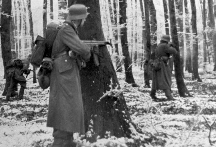 Duitse soldaten tijdens het Ardennenoffensief. © Bundesarchiv