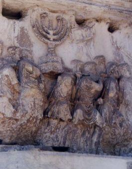 Triomfboog van Titus in Rome - de Menorah uit de tweede Tempel wordt als oorlogsbuit meegenomen door het Romeinse legioen