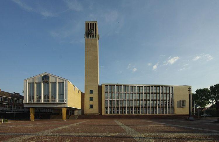 Stadhuis van Velsen, ontworpen door Willem Dudok - Foto: CC