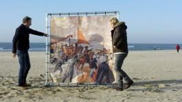 Eelco Bosch van Rosenthal en Waldemar Torenstra op het strand van Scheveningen (NOS)