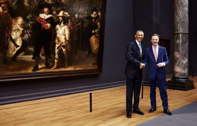 Wim Pijbes en Barack Obama voor de Nachtwacht - Foto: Erik Smits - Rijksmuseum