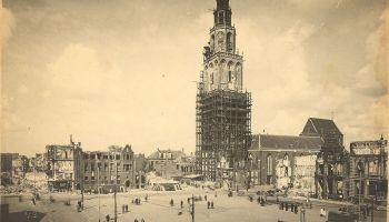 Martinitoren na de bevrijding in april 1945 - H. van der Meer