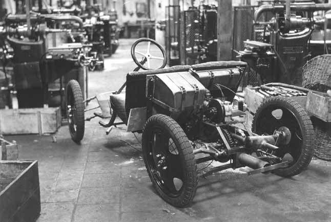 Chassis van het Ardie-Ganz prototype in de Ardie-fabriek.