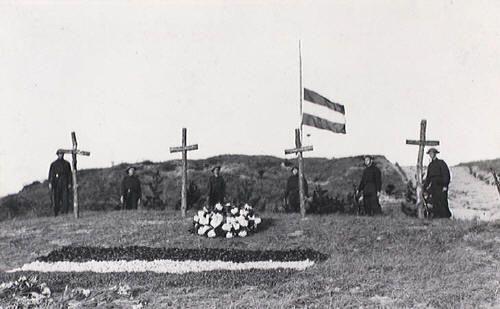 De eerste herdenking, mei 1946 (Erepeloton Waalsdorp)