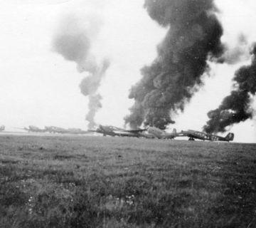 In brand geschoten Junker 52s in de omgeving van Delft (Bundesarchiv)