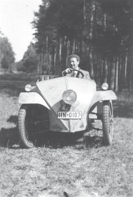 Josef Ganz test het Ardie-Ganz-prototype in de bossen rond Neurenberg in 1930.