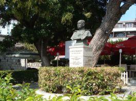 Monument voor Lodewijk Thomson in Dürres - Foto Edwin Ruis
