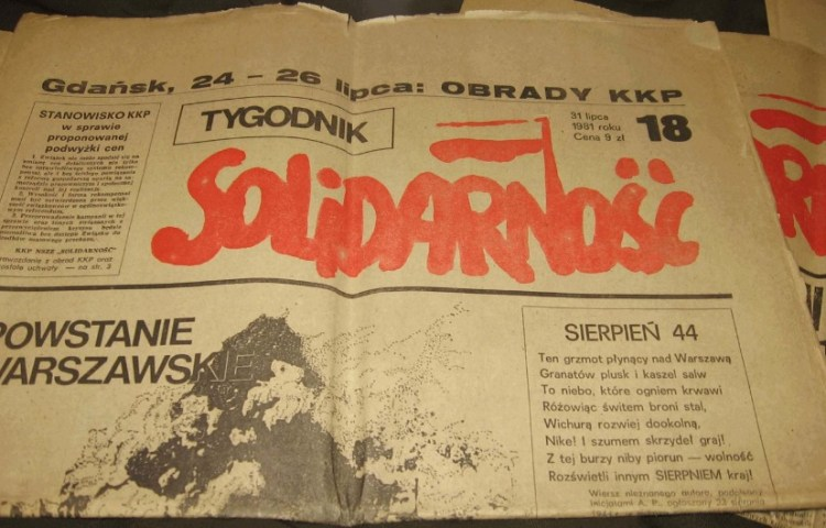 Solidarnośćkrant uit juli 1981, met artikel over de Opstand van Warschau