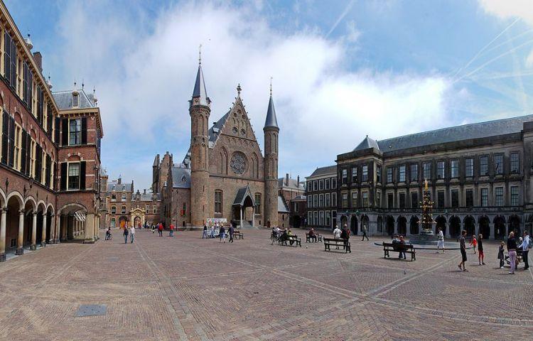 Binnenhof in Den Haag (cc - Ralf Roletschek)
