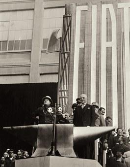 Mussolini bezoekt Fiat in Turijn (rechts Agnelli), 1932
