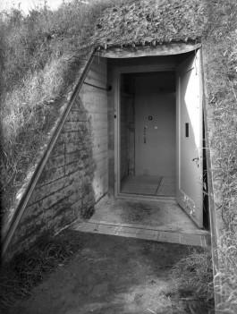 Bunker in de duinen bij Castricum (Stedelijk Museum)
