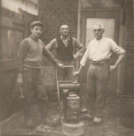 Italiaanse terrazzowerkers in Den Haag, 1936. Collectie IISG