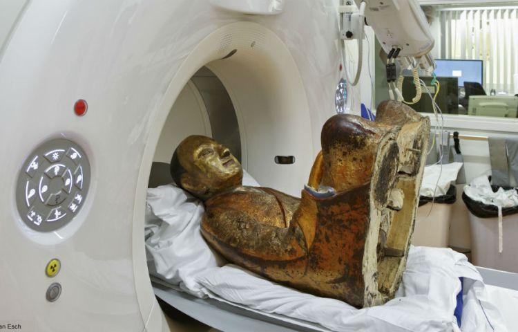 De mummie werd onder meer met een CT-scan onderzocht (MMC / Jan van Esch)