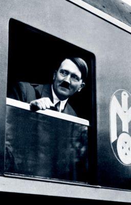 Adolf Hitler in een Mitropa-rijtuig, 1933