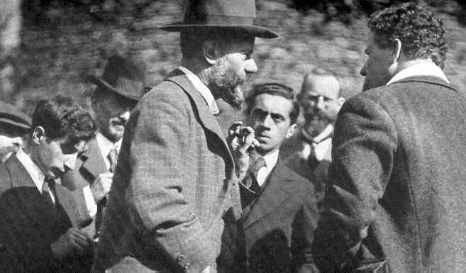 Ernst Toller (derde van rechts) in discussie met Max Weber, 1917