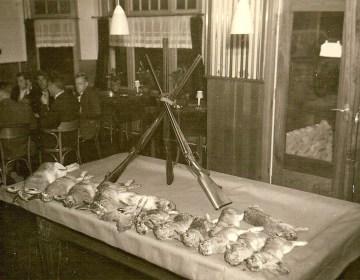 Oogst van een konijnenjacht in Reek in 1959 (BHIC)