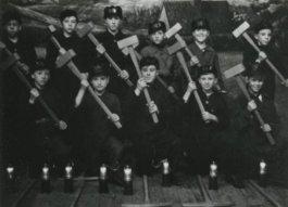 Leerlingen van de ondergrondse vakschool, de O.V.S. (demijnen.nl)