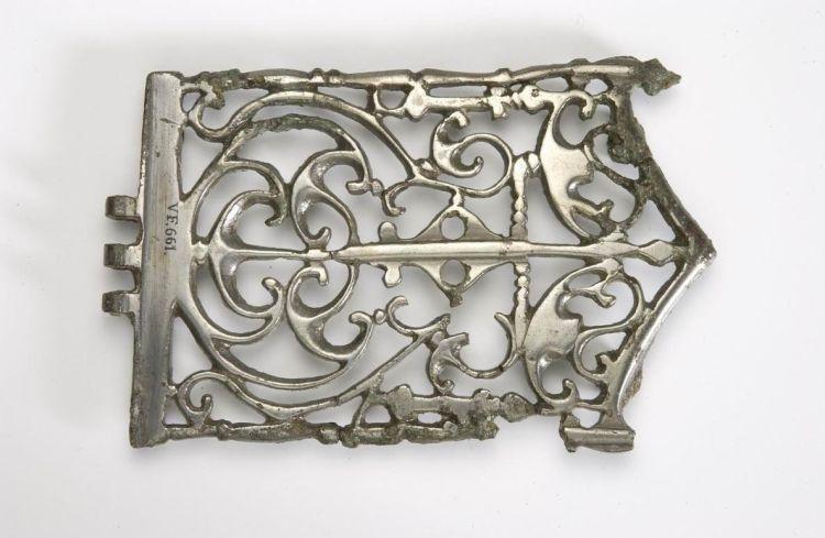 Zilveren beslag voor een draagriem van een Romeins officier (collectie RMO, vindplaatscode VF661)