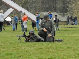 Militaire oefeningen in het kamp in het Stadspark