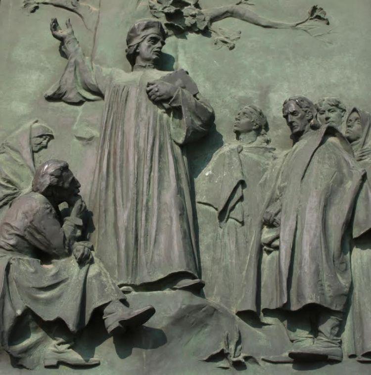 Hus predikend – paneel Vitkov monument – foto Ingeborg Kriegsman