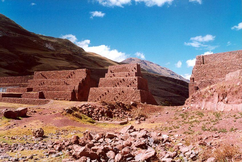 Rumiqolqa, Peru