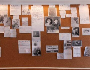 Muur met foto's en brieven in de werkkamer van Willems en Verbeek. Bron: www.harstenhoekweg.nl