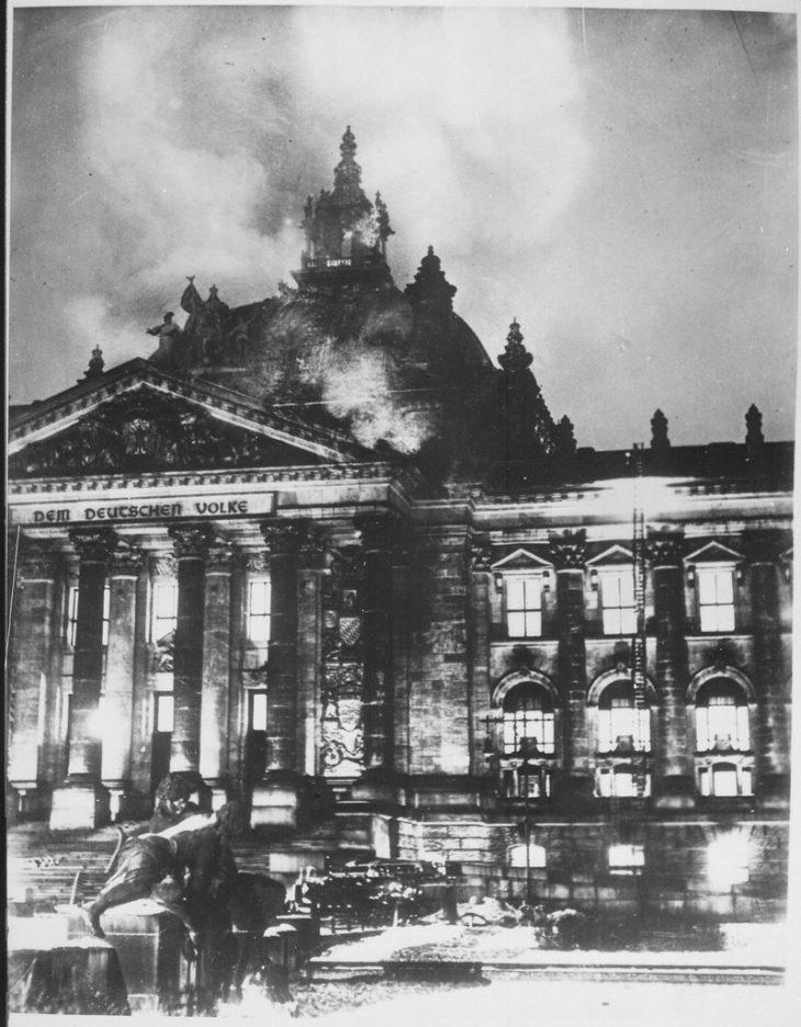 Le Reichstag brûle. - cc