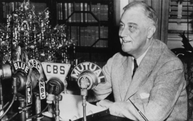 President Franklin D. Roosevelt houdt zijn kersttoespraak via de radio op 24 december 1943. © Franklin D. Roosevelt Presidential Library & Museum