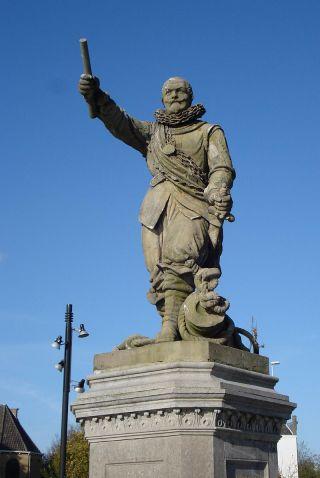 Standbeeld van Piet Hein in Delfshaven - cc