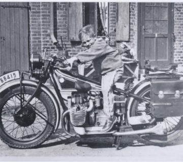 Van Waveren familiealbum - Ben van Waveren op motor