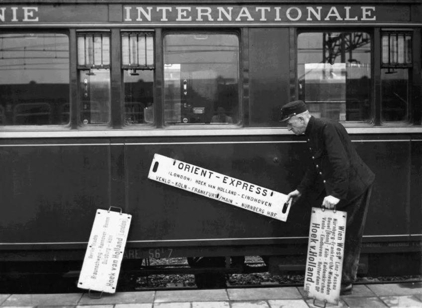 Rijtuig van de Orient-Express in Hoek van Holland, ca. 1950 (Nationaal Archief)