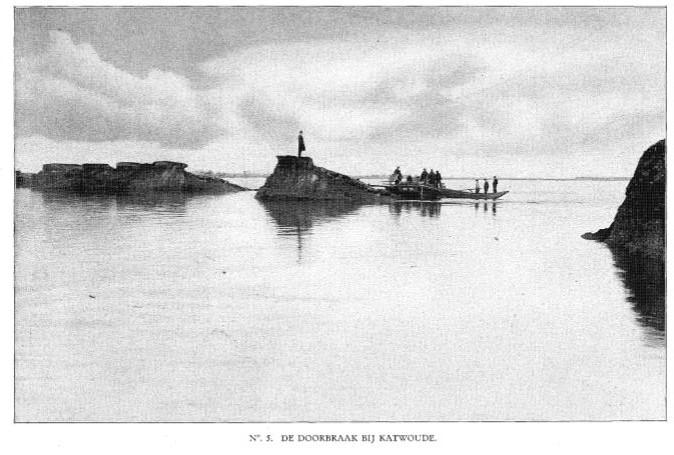 Van de dijk van Katwoude was niet veel meer over. (Rapport Rijkswaterstaat 1916)