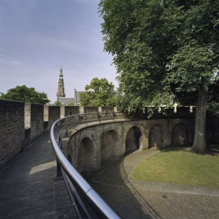 Deel van de binnenzijde van de ringmuur van de Burcht van Leiden (cc - RCE